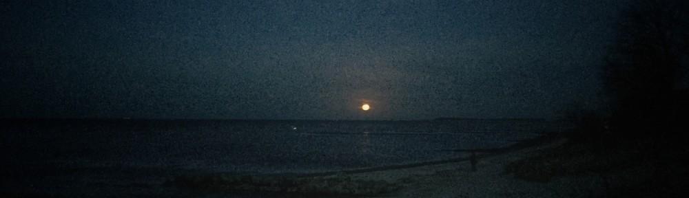 Moonrise of December's full moon